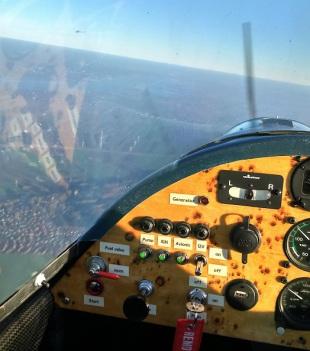 Corsair Cockpit im Flug über Stade